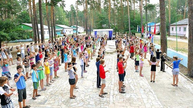 В Винницкой области мальчик заразил детей в лагере корью - фото 1