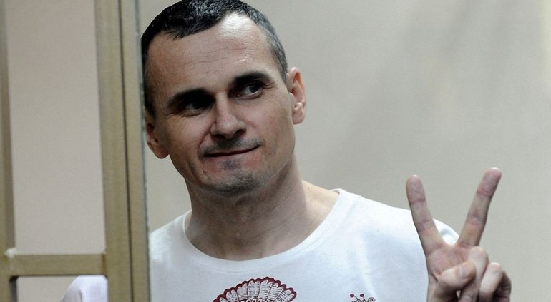 В России отказались комментировать помилование Сенцова без его прошения - фото 1