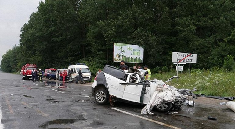 В ДТП в Хмельницкой области погибла целая семья - фото 1