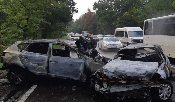 Кровавый день ДТП: в Киеве сгорела семья  - фото 1
