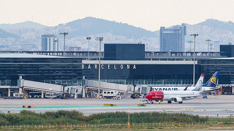 Украинцы застряли в аэропорту Барселоны - фото 1