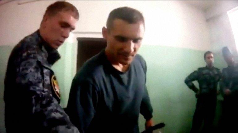 В России 17 тюремщиков, которые пытали заключенного,  отстранили от работы - фото 1