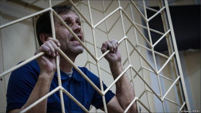 Владимир Балух читает материалы уголовного дела в другом СИЗО - фото 1