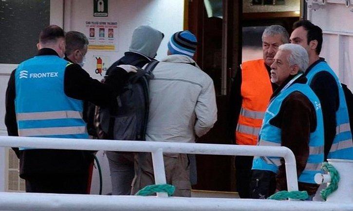 112 украинских моряков обвинили в нелегальной перевозке мигрантов в Греции - фото 1