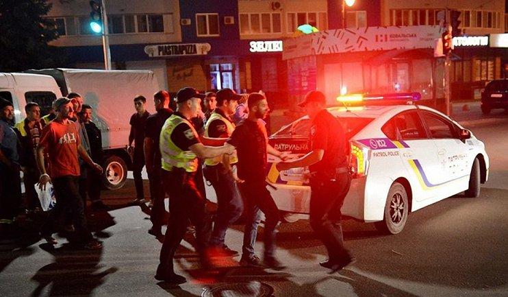 Кавказцы избили коммунальщиков на глазах у патрульных - фото 1