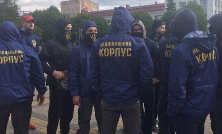Бойцы Нацкорпуса жестоко избили ветерана АТО за украинский лозунг - фото 1