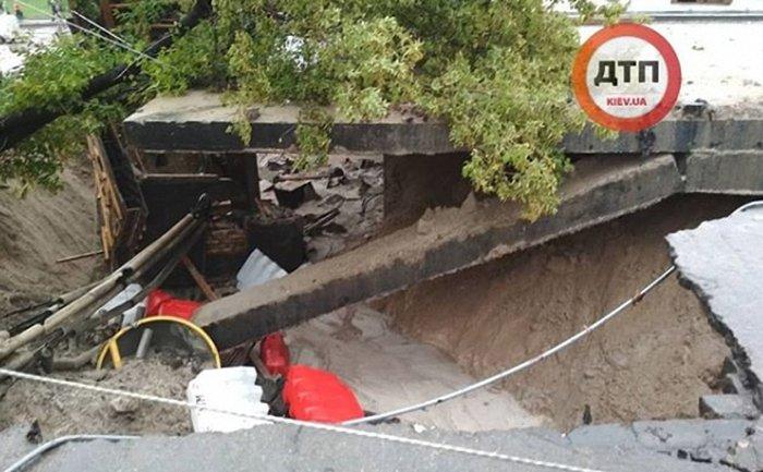 Путепровод на пересечении улиц Телиги и Кирилловской смыло водой - фото 1