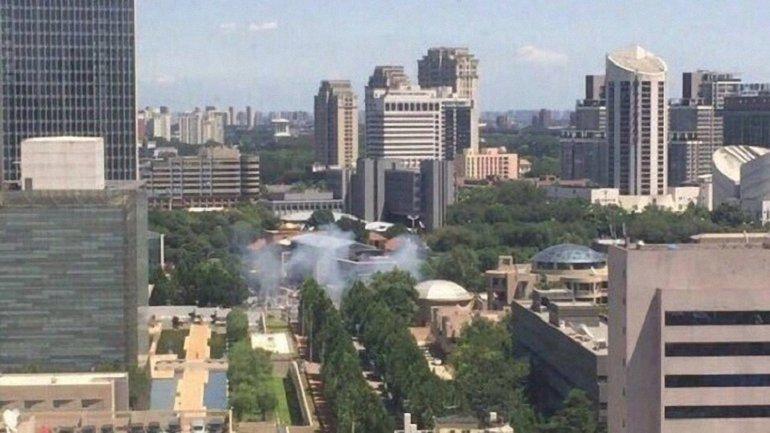 Возле посольства США прогремел взрыв - фото 1