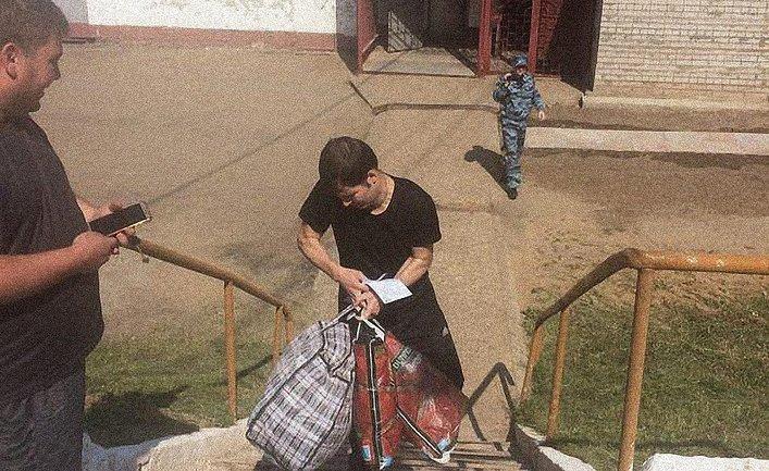 Политзаключенный Костенко вышел из колонии - фото 1