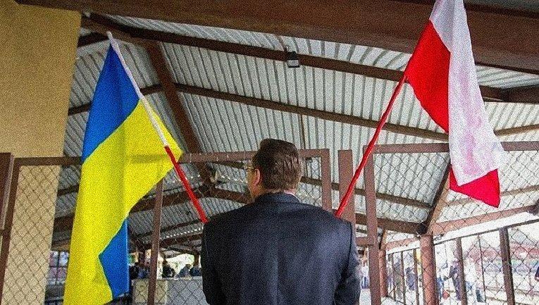 Украинцы из Польши передают своим родным миллионные суммы долларов - фото 1