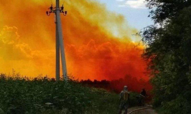 В Днепропетровской области на трассе разлилась азотная кислота - фото 1