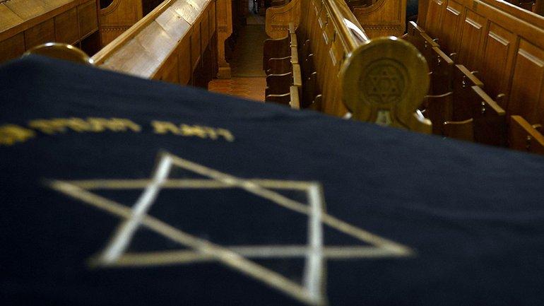 Российские террористы нашли антисемитскую литературу в московской синагоге - фото 1