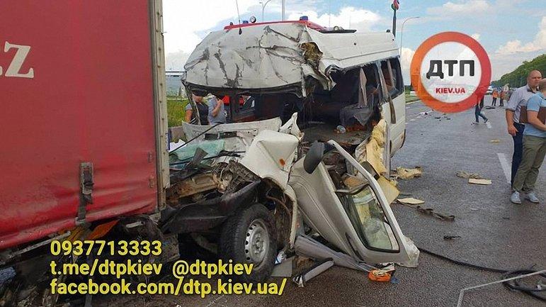 Водитель микроавтобуса убил 10 человек, уснув за рулем - фото 1