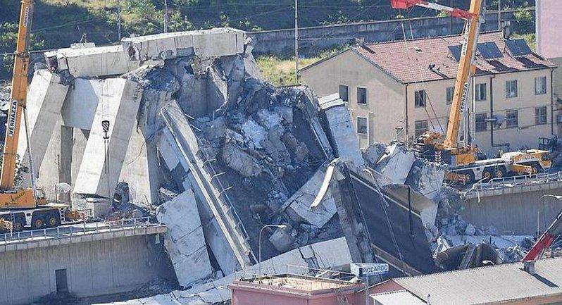 В результате обвала моста в Генуе погибли 38 человек - фото 1