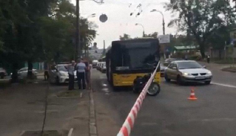 В Украине обстреляли второй за неделю тролейбус - фото 1
