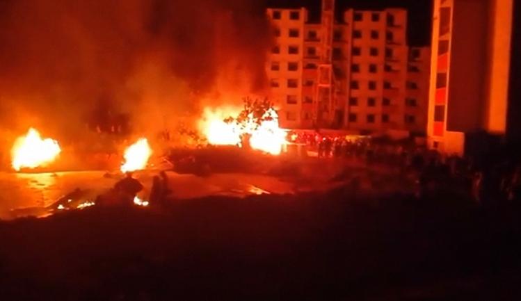 Активисты сожгли забор незаконной застройки - фото 1
