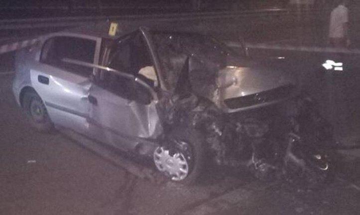 Авто буквально сплющило от удара - фото 1