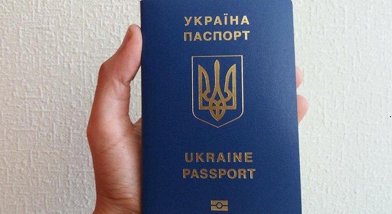В Киеве в миграционной службы торговали паспортами - фото 1