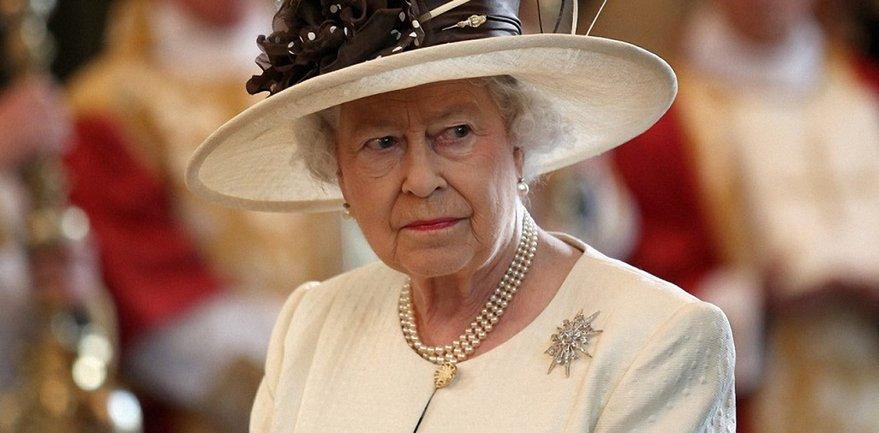 Отец Меган Маркл по-хамски ведет себя в отношении королевы Елизаветы II - фото 1