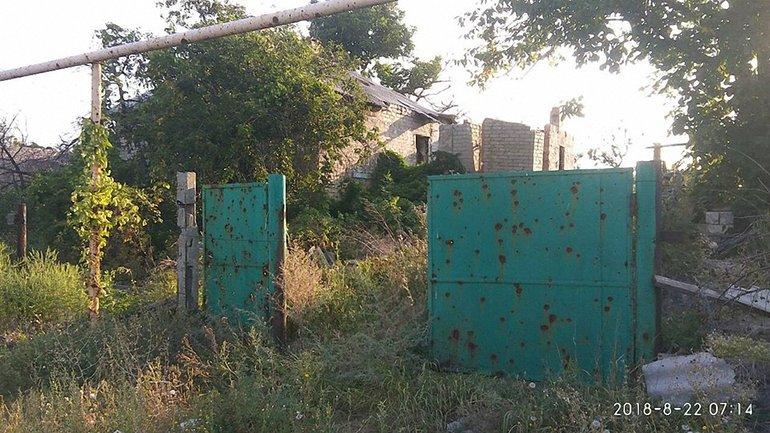 Боевики обстреляли жилой дом в Зайцево - фото 1
