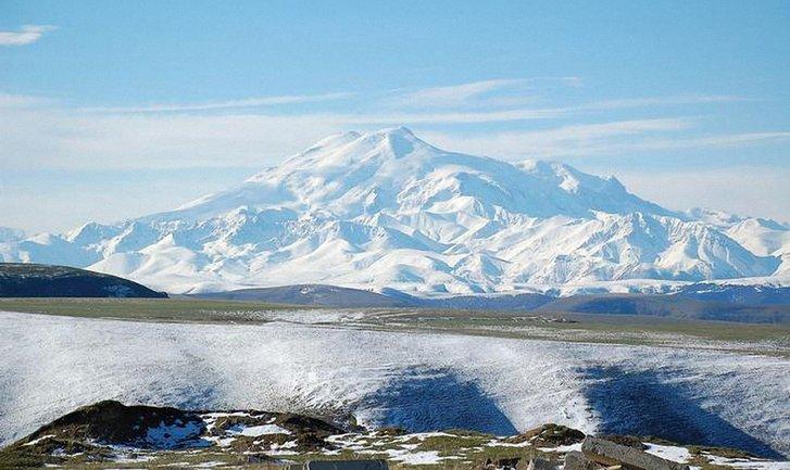Украинку сняли с Эльбруса с высоты 5 250 метров - фото 1