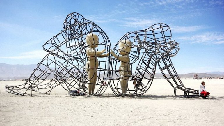 Работа украинского скульптора Александра Милова на фестивале Burning Man в 2015 году - фото 1