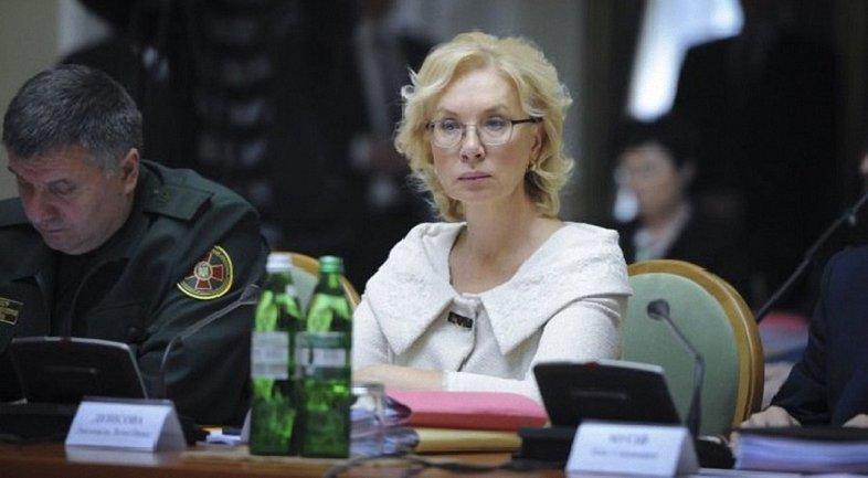 Денисова предложила помиловать всех политзаключенных - фото 1