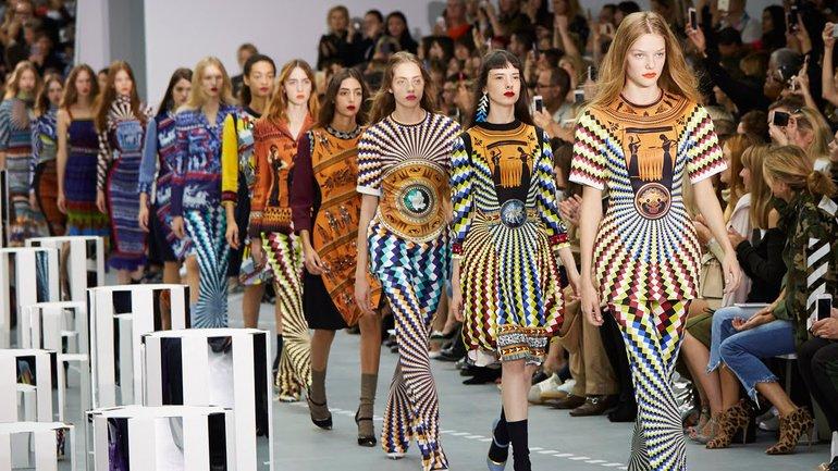 На показе во время лондонской Недели моды будут участвовать не только живые модели, но и роботы - фото 1