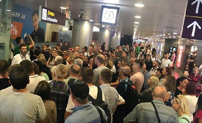 """В аэропорту """"Борисполь"""" 300 пассажиров не могут вылететь из Украины - фото 1"""