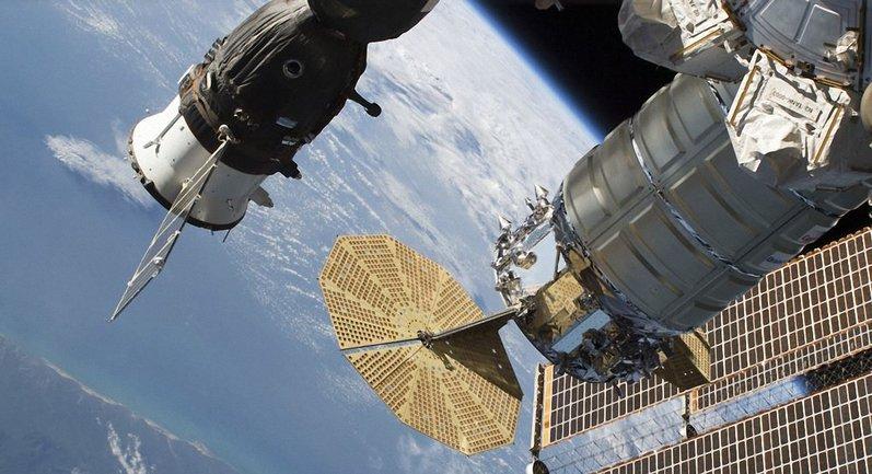 Россияне запускают в космос дырявые космолеты - фото 1