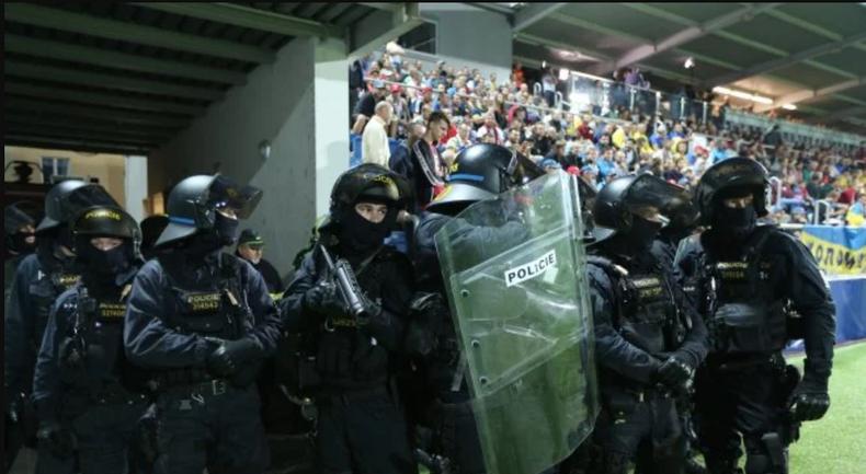Полицейские в Чехии стреляли в  украинцев резиновыми пулями - фото 1