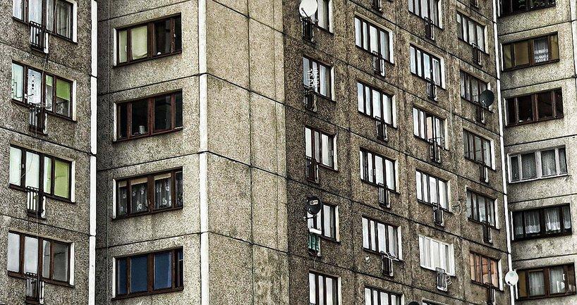 В Днепре с 10 этажа выпала 2-летняя девочка  - фото 1