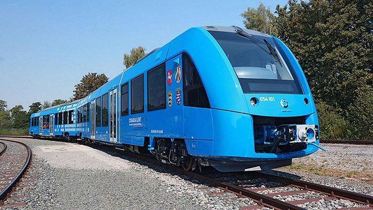 Первый в мире поезд на водороде вышел в рейс в Германии - фото 1