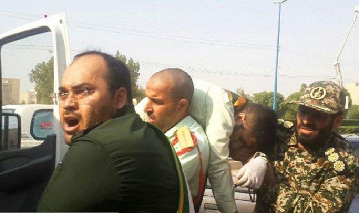 Теракт в Иране: на парад шли целыми семьями - фото 1