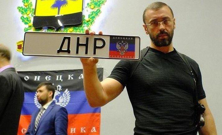 """По Киеву катается авто с номерами """"ДНР"""" - фото 1"""