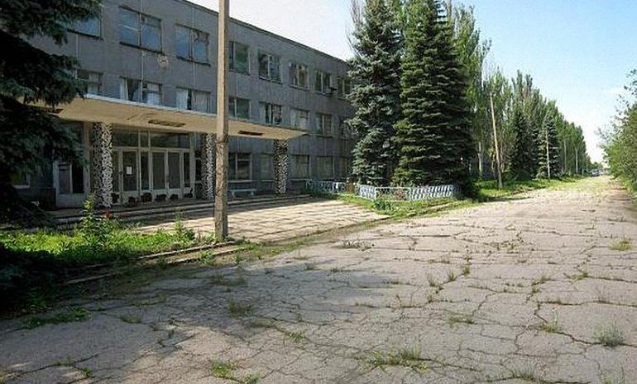 На территории бывшей трикотажной фабрики хранят снаряды - фото 1