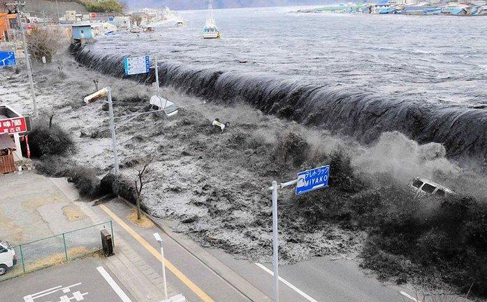 В Индонезии землетрясение вызвало цунами: не менее 384 погибших - фото 1