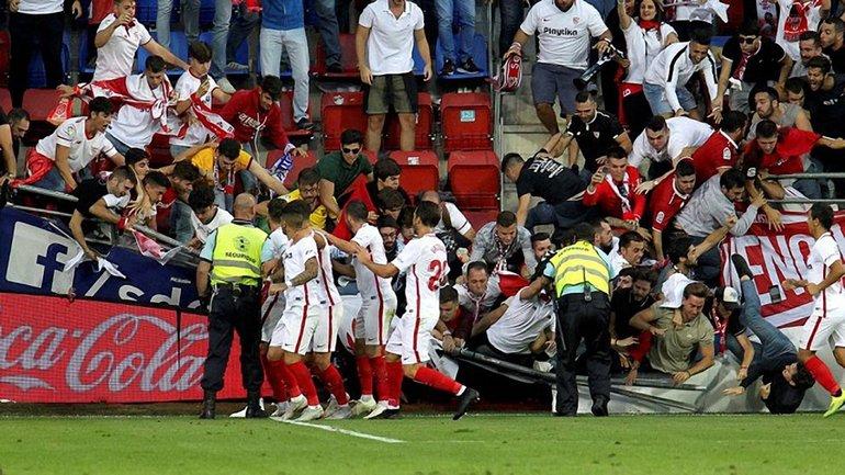 В Испании во время матча обрушилась трибуна - фото 1