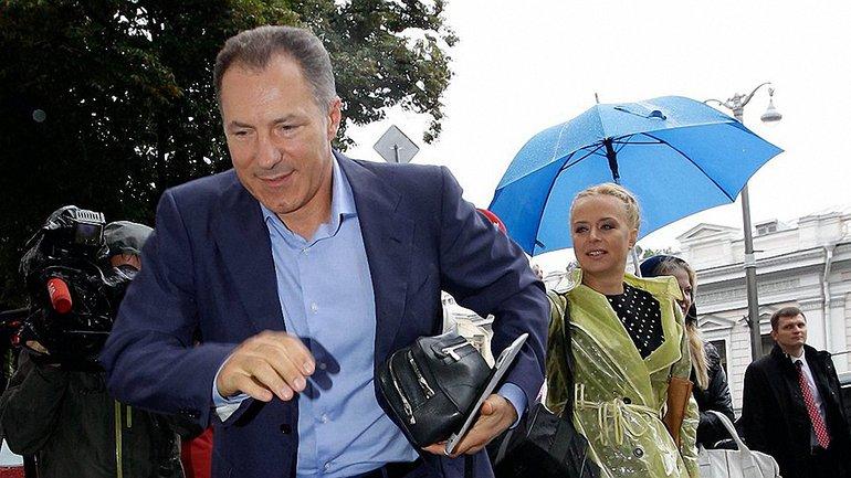 Летом 2014 года экс-министр бросил камень в посольство России в Киеве - фото 1