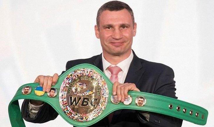 Кличко получил обновленный пояс WBC c украинским флагом - фото 1