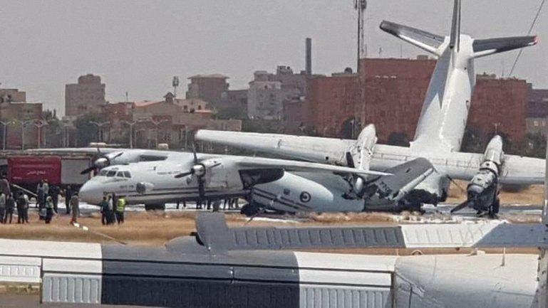 Самолеты развалились после столкновения - фото 1