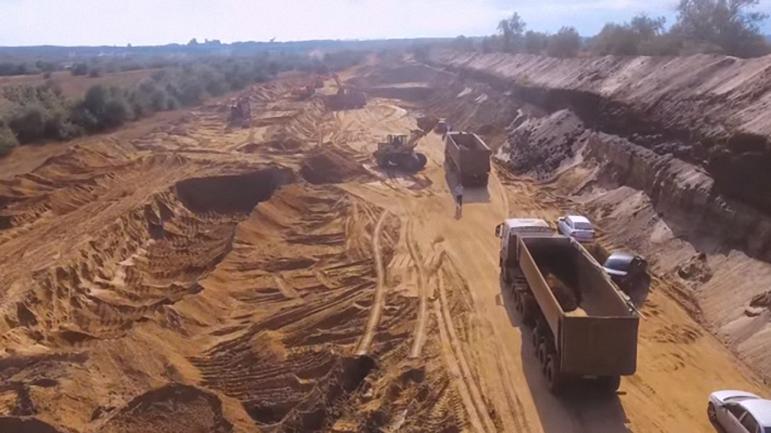 Российские террористы добывают зараженный песок - фото 1
