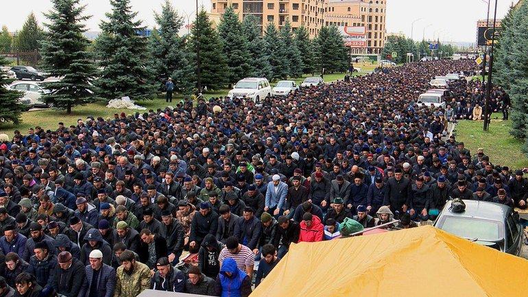 Протестующие ингуши в Магасе, центральные каналы РФ написали, что их десятки - фото 1