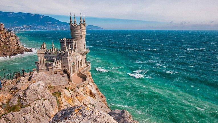 В Эстонии возбудили уголовное дело против турфирм, которые организовывают туры в Крым - фото 1