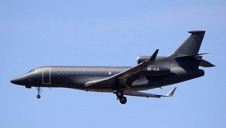 Самолет принца Гарри и Меган Маркл - фото 1