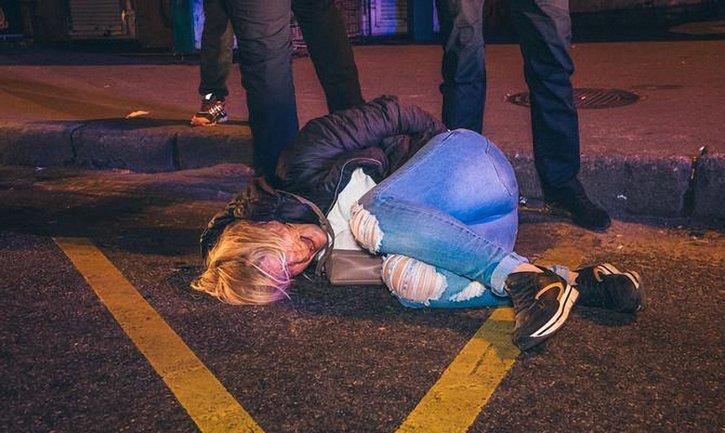 Полицейским пришлось задержать беременную девушку - фото 1