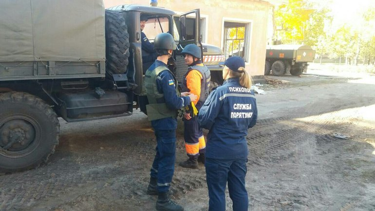 Спасатели продолжают осматривать здания в зоне повреждения в Ичне - фото 1