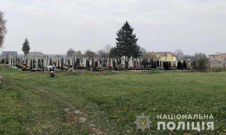 Тело девочки нашли на сельском кладбище - фото 1