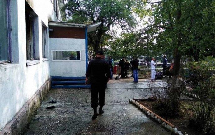 Возле политехнического колледжа в Керчи взорвался офис религиозной организации - фото 1