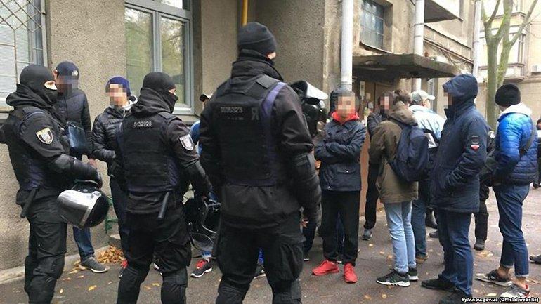 Что делали вооруженные титушки на Шелковичной, не ясно - фото 1